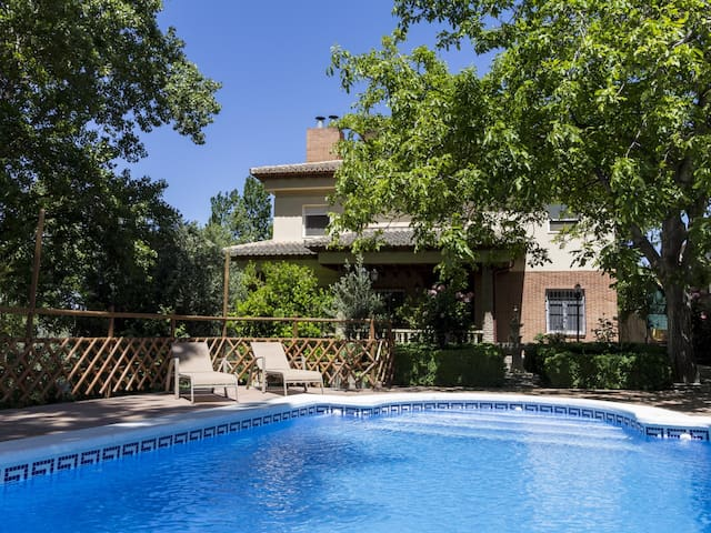 Andalusian house with private pool, views and WiFi