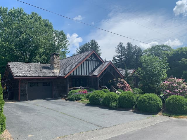 Elegant House in the Heart of Linville