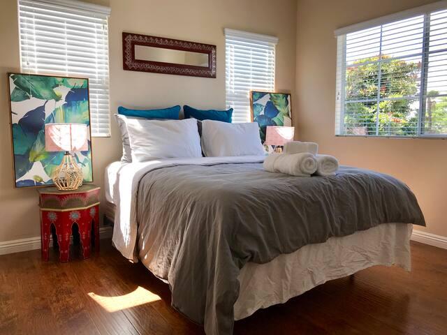 Bright Cozy Private Room Close to Disneyland