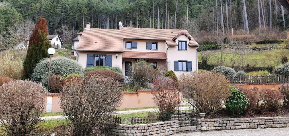 Belle villa sur les hauteurs de Salins-les-Bains