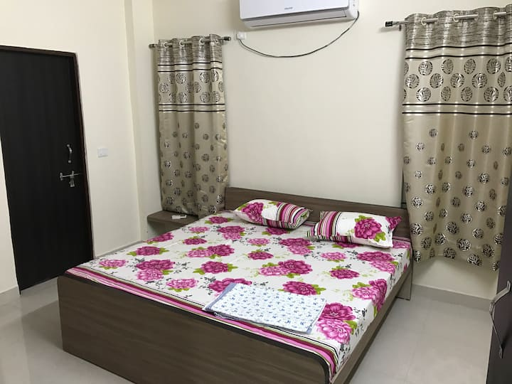 2 rooms in a cozy holiday home@Shahpura Lake