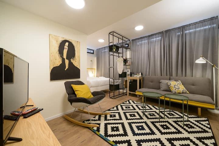 Luka 15 - Cozy Underground Studio with Living-room
