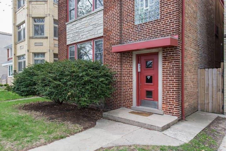 06. Entire Apartment in West Ridge - 2 mi to NWU - Chicago - Pis