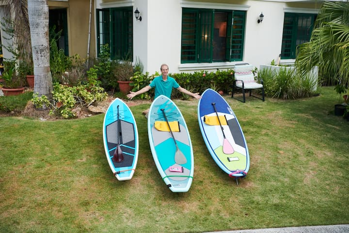 3 paddle boards on premises to rent by hour or day with paddles, dry bags, life jackets, phone protectors, tie downs, Paddle holders, leashes and paddles. Basic  Instruction  included. Guided trips down wild coast available.