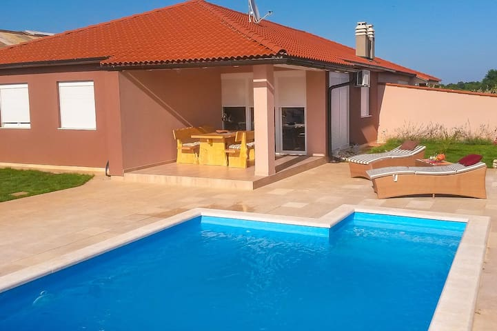 Galileo holiday home for 6 people - Šišan - Huis