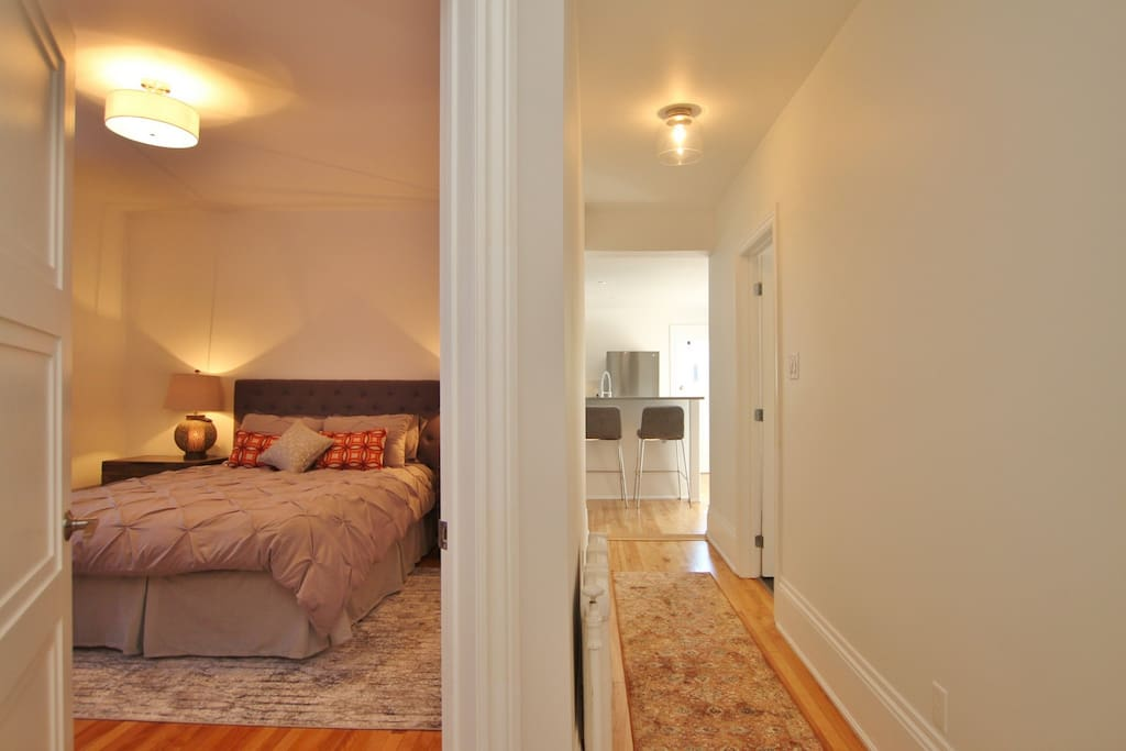 This 2nd floor appartement has a greeting area with a closet for storage, connecting straight away to the hallway leading to the kitchen and living area.
