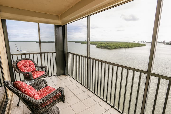 Sixth Floor Corner Condo with Beautiful Views of the Bay!