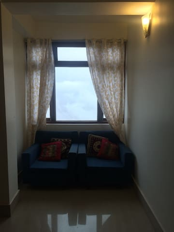 Room near Ganeshtok with picturesque mountain view - Gangtok - Apartment