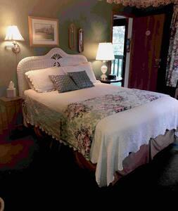 Wicker room near Devil's Lake and Wisconsin Dells