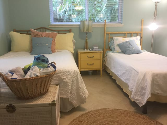 G.B. Budget /2bed, Shared Bath
