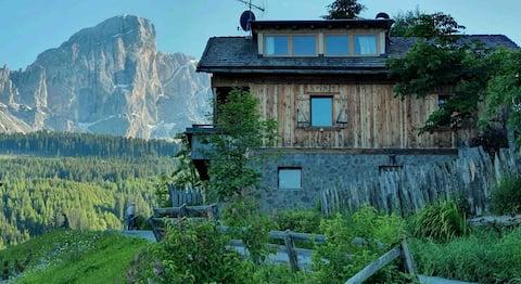 Mansarde in den Gadertaler Dolomiten