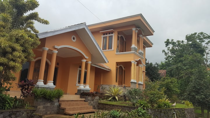 Home stay at the foot of Gede mount