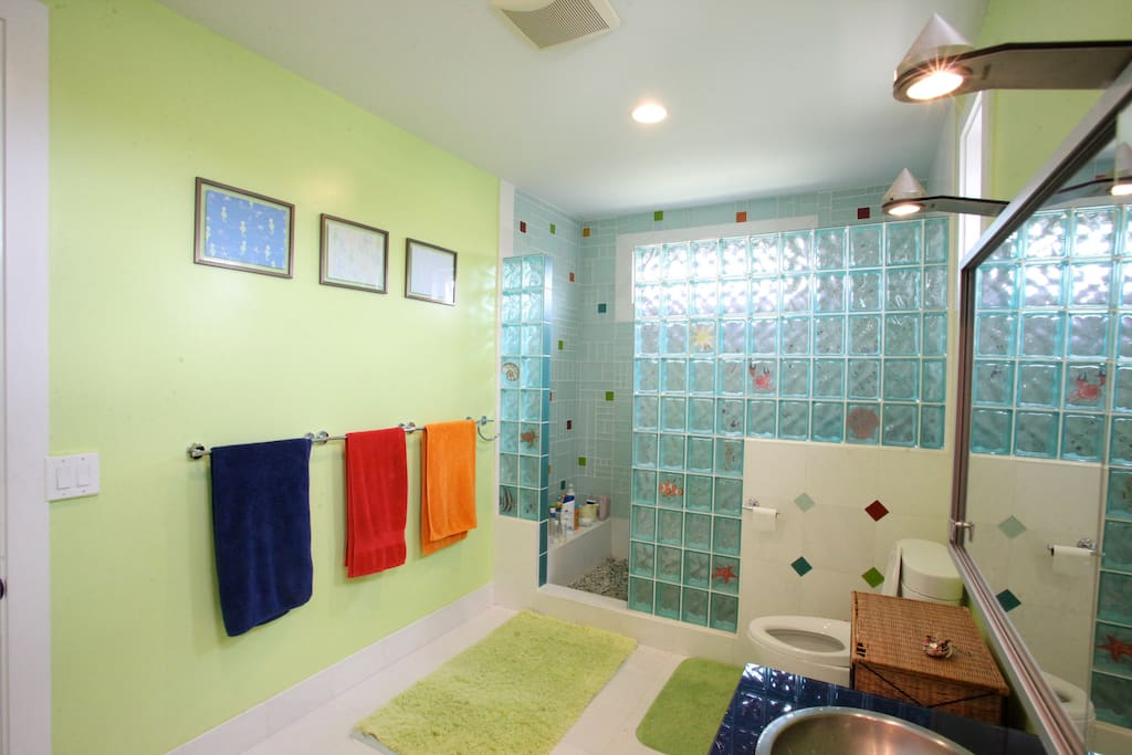 This is the shared bathroom. Spacious and colorful.
