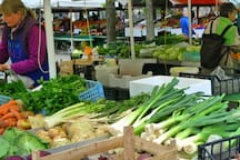 Enjoy fresh and natural! Shopping at the central market is a two minutes walk away.