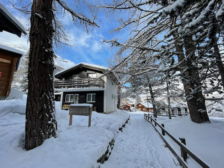 Chalet Surprise: updated 3 bedroom house w/views