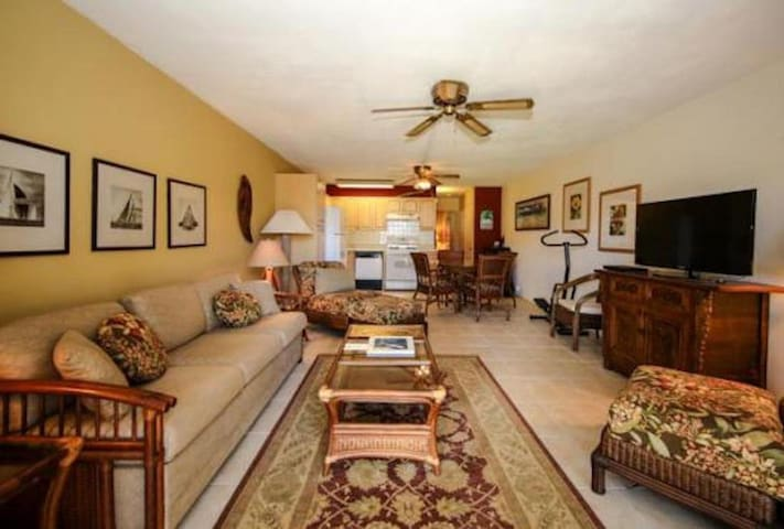 Beautiful Unit at the Only Resort on the East Side - Wavecrest Resort C110