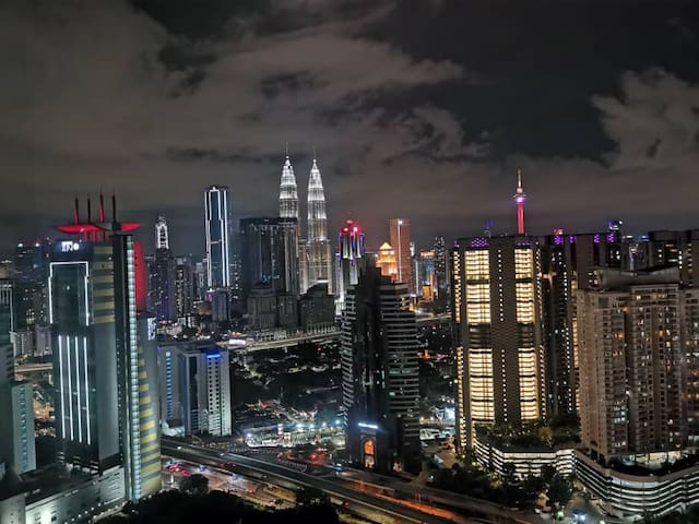 5 Mins to KLCC Tower comes with KLCC BedroomView