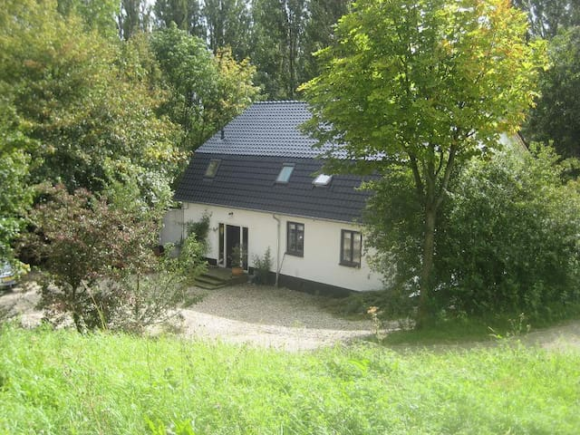 Romantic Farmhouse at the River the Waal