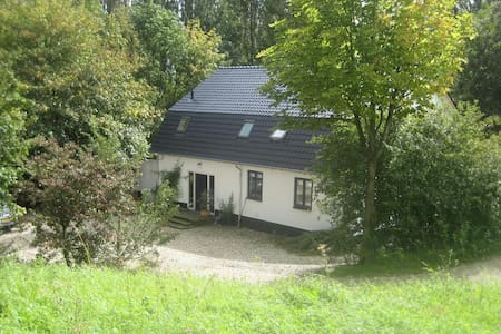 Romantic Farmhouse at the River the Waal - Haus