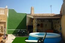 pequeña piscina de verano