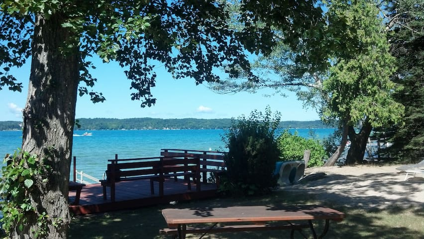 Charming Torch Lake Cottage - Alden - Dom