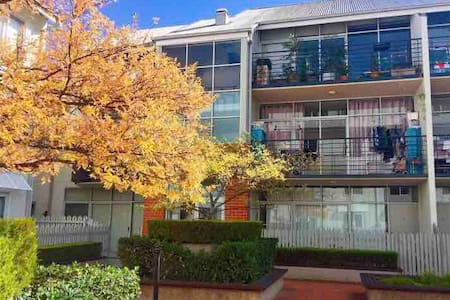 It's a two bedroom apartment located close to Melbourne CBD. This one room is for one single person. Good location and easy transport. Very close to Victoria Market, Melbourne University and everything else. Friendly host.
