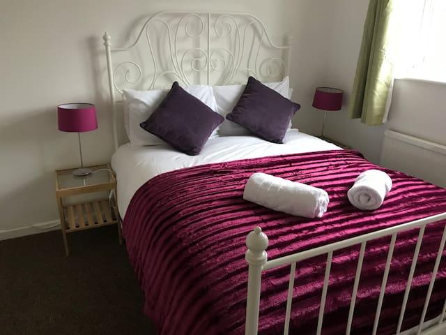 Nice 3 bed House/Near Basildon TownCenter/Sleeps 5
