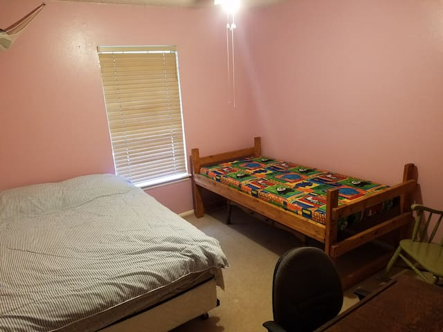Charter Oaks-Lauren's Room