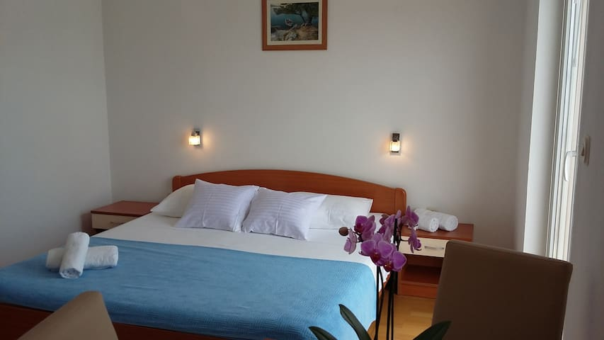 Studio for couples close to the Beach and Center - Vodice - Apartemen