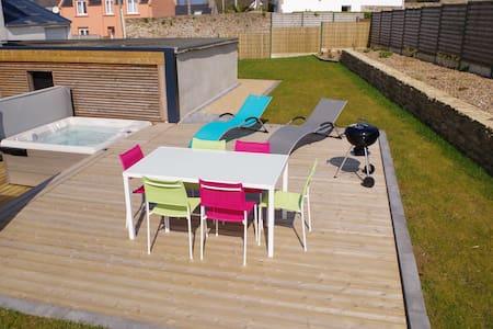 Maison, terrasse, spa, poêle à bois vous attendent