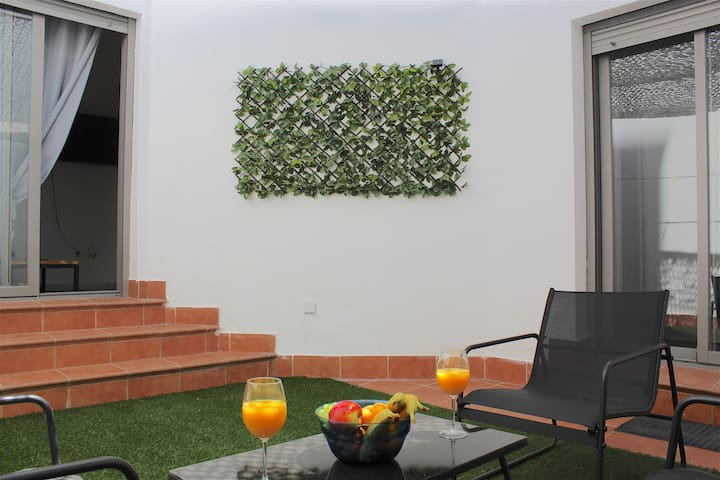 Lovely & Bright Apartment with private patio