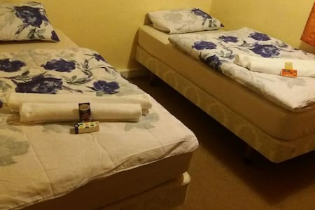 Nice and Tidy Room, 5mins from Airport (b) - Wythenshawe - Bed & Breakfast
