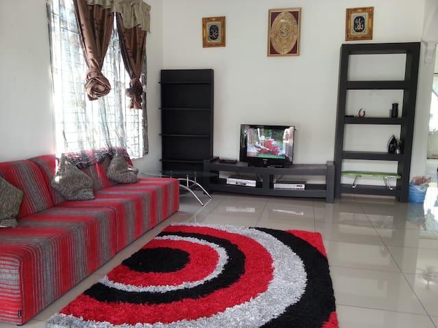 Homestay Umairah Semi-D Jalan Dato' Hj Kosai, Muar