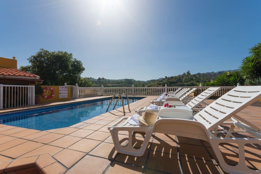 Vivienda vacacional con piscina en moya gc0013 casas for Alquiler de casas con piscina privada que admiten perros