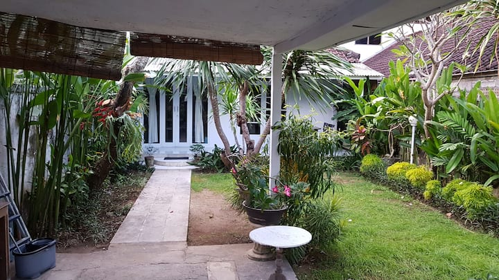Cozy house with a big garden in Sanur