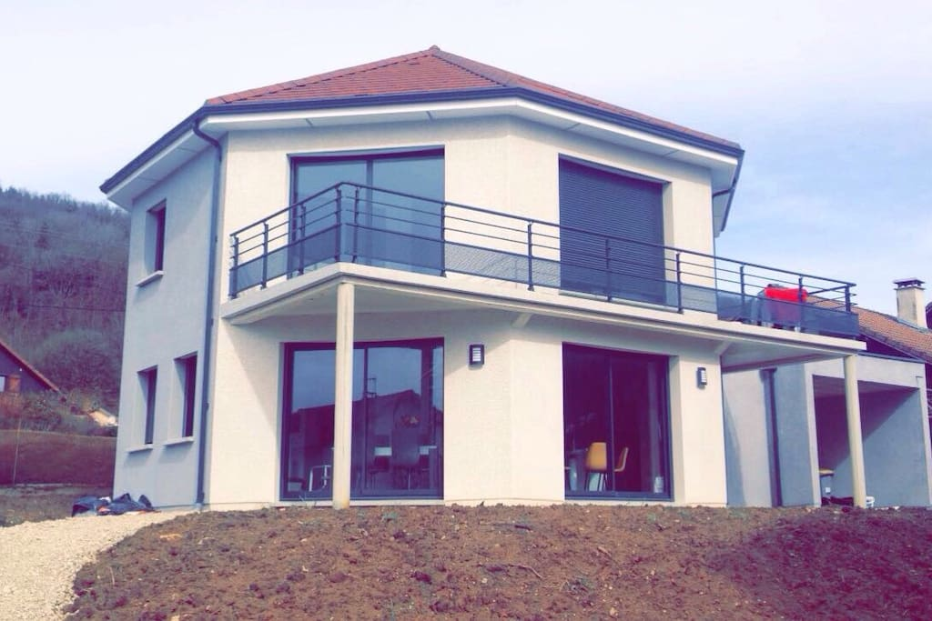 Maison neuve moderne à la campagne proche du centre ville de Besancon