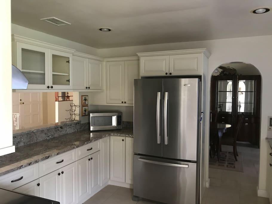 Newly renovated Full size Kitchen