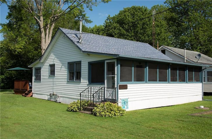 Beach Town Full Cottage,  Wainfleet Ontario