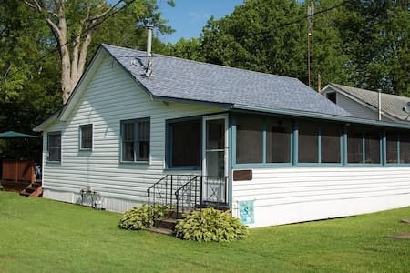 Beach Town Full Cottage,  Wainfleet Ontario