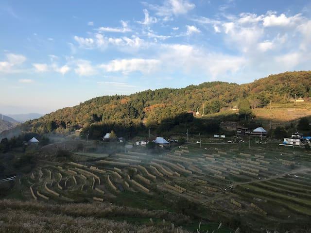 絶景棚田を真下に眺めながら古民家『さいぼぅ庵』にゆったり泊まる!!