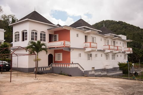 Happyness Guest house(Next to Bob Marley birth)