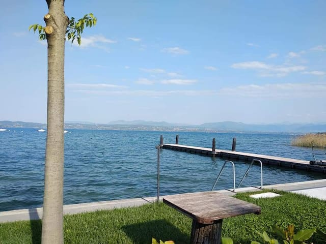 Relax by the lake in Sirmione