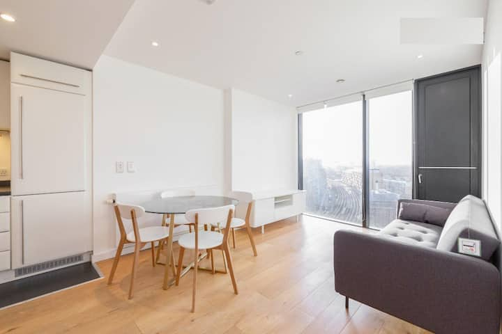 One bed modern bright flat nearby Zone 1 tube