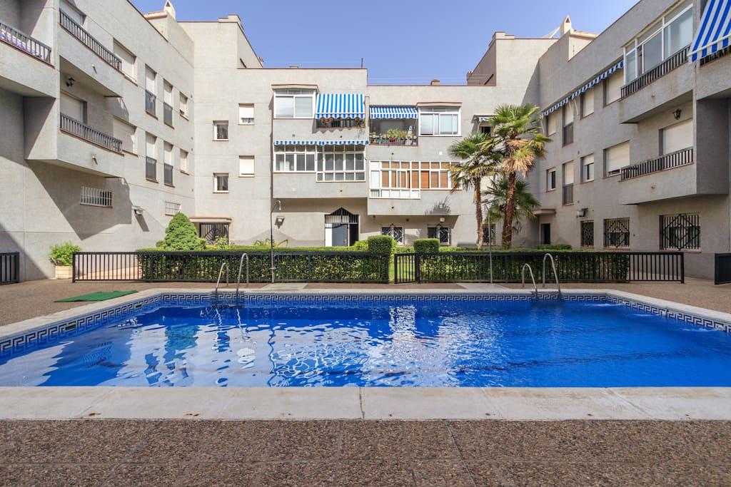 Parking privado capital condominiums for Piscina granada centro