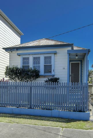 Charming Cottage with Picket Fence - Carrington - Huis