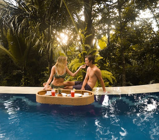 1 free floating breakfast in the pool with a minimum of 3 nights stay! #InstagramWorthy