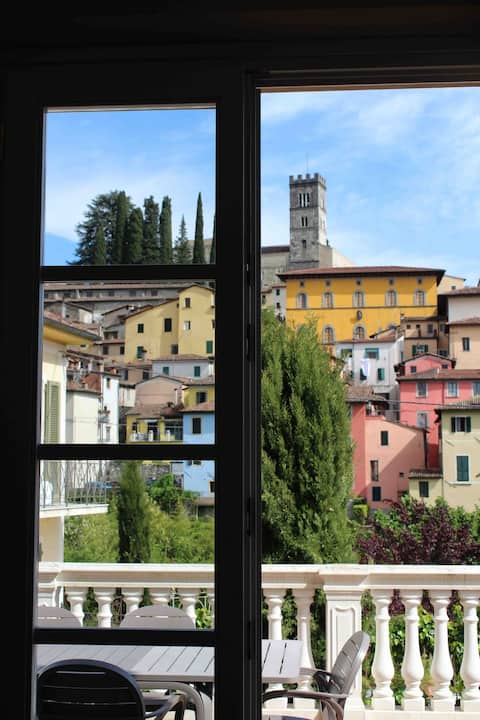 """""""I GIGLI"""" Barga centre apartment,old town view."""