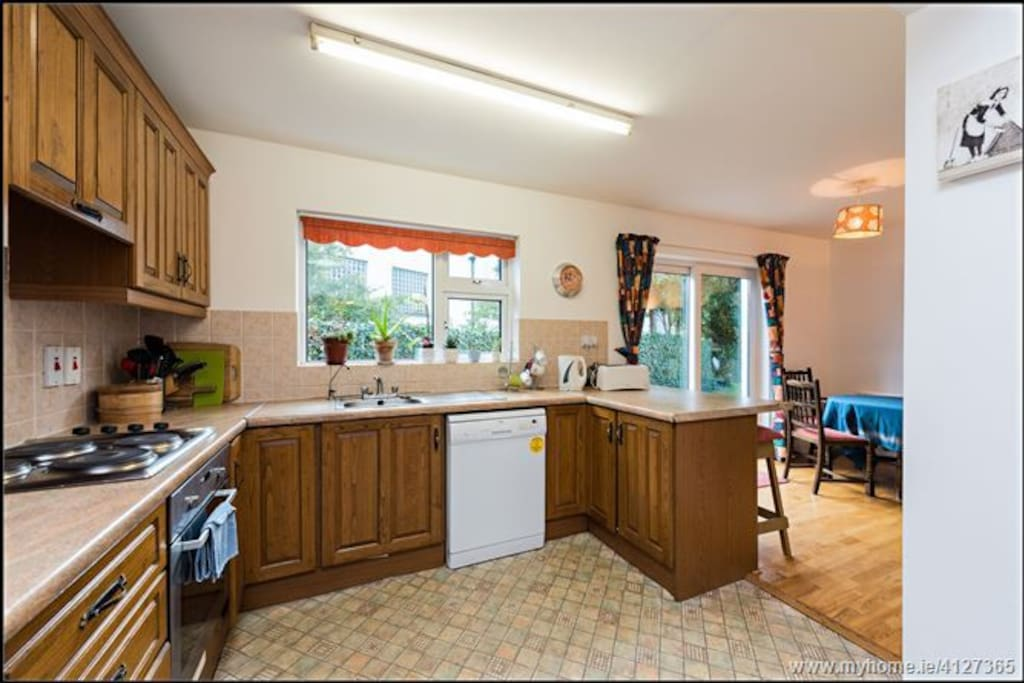 Kitchen facilities are all there for you to use should you want it.