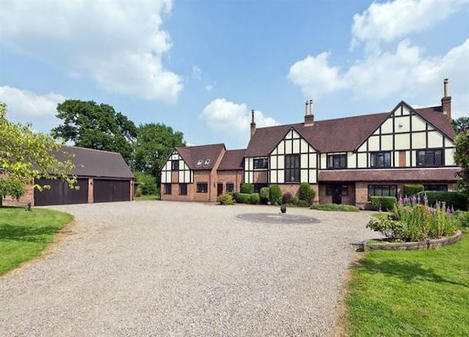 Large Rural Retreat Earlswood Room 3 - Solihull - 獨棟
