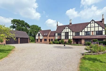 Large Rural Retreat Earlswood Room 3 - Solihull - Hus